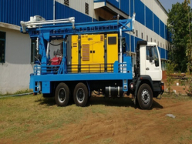 MAN TRUCK MOUNTED DRILLING RIG