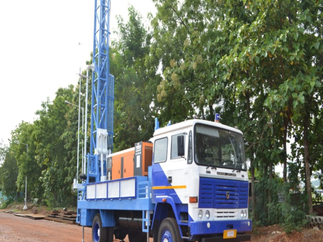 PDTHR 200 TRUCK MOUNTED DRILLING RIG